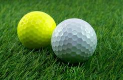 Um par de bolas de golfe Fotografia de Stock Royalty Free
