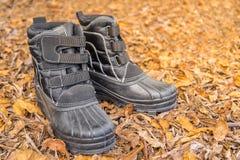 Um par de botas pretas Fotografia de Stock Royalty Free
