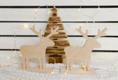 Um par de cervos de madeira Fotografia de Stock Royalty Free