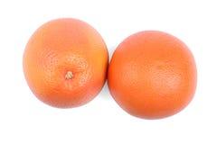 Um par de toranjas isoladas em um fundo branco Toranjas suculentas inteiras Citrinos de refrescamento para bebidas frescas do ver imagens de stock