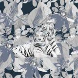 Um par dos tigres e das flores brancos Imagem de Stock Royalty Free