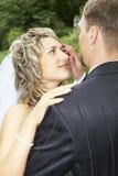 Um par em seu dia do casamento fotografia de stock royalty free