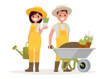 Um par jardineiro Homem com o carrinho de mão da terra, uma mulher ho Imagens de Stock
