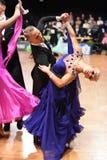 Um par não identificado da dança em uma dança levanta durante o padrão do grand slam no campeonato aberto do alemão Fotografia de Stock Royalty Free