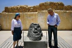 Turistas que visitam a fortaleza Israel de Masada Imagens de Stock