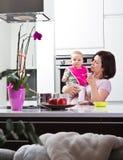 Um para o mama, um para a papá,? Fotos de Stock Royalty Free