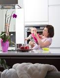 Um para o mama, um para a papá,? Fotografia de Stock Royalty Free