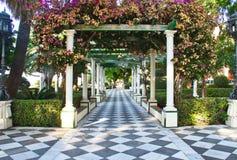 Um parque ao longo do passeio à beira mar de Cadiz, Sapin fotografia de stock royalty free