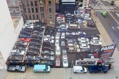 Um parque de estacionamento ocupado Imagens de Stock