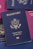 Passaporte americano na pilha do passaporte Foto de Stock