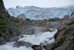 Um passeio em a montanha em Folgefonna em Noruega fotos de stock royalty free