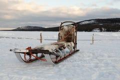 Um pequeno trenó em um lago Foto de Stock Royalty Free