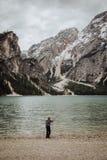 Um pescador In The Mountains Imagens de Stock