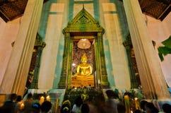 Um pessoa não identificado prayed no templo velho Imagem de Stock Royalty Free