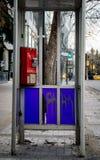 Um phonebooth velho que fosse tratado mal imagens de stock royalty free