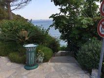 Um pico da espreitadela das águas francesas do sul Imagens de Stock Royalty Free