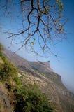 Um pináculo em Ghats ocidental, MH, Índia fotos de stock