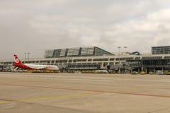 Um plano de Air Berlin no aeroporto internacional de Estugarda, M Fotografia de Stock