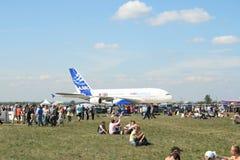 Um plano novo de Airbus A-380 prepara-se para descolar Imagens de Stock Royalty Free