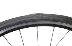 Um pneu danificado da bicicleta Foto de Stock