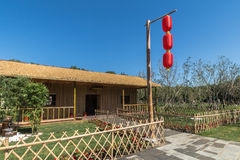 Um polo de bambu nas lanternas vermelhas Foto de Stock Royalty Free