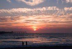 Um por do sol bonito de Califórnia sobre o Oceano Pacífico Foto de Stock