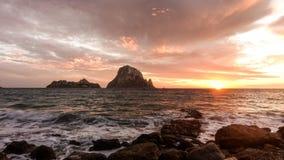 Um por do sol bonito na ilha de Es Vedra, Ibiza fotos de stock royalty free