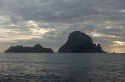 Um por do sol bonito na ilha de Es Vedra, Ibiza fotografia de stock royalty free