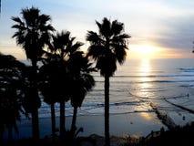 Um por do sol de Califórnia sobre o Oceano Pacífico imagens de stock royalty free