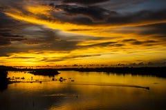 Um por do sol dourado Imagem de Stock Royalty Free