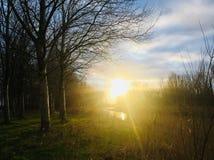 Um por do sol em Sommelsdijk imagens de stock