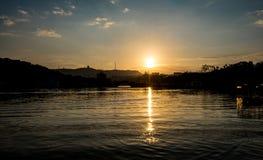 Um por do sol do lago fotos de stock royalty free