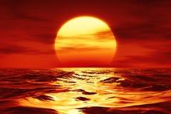 Um por do sol sobre o mar selvagem Fotos de Stock Royalty Free