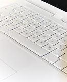 Um portátil branco foto de stock royalty free