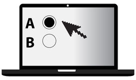 Um portátil de B e uns testes em linha Fotos de Stock