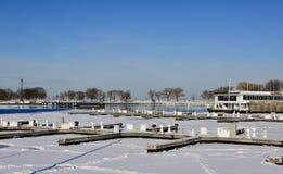 Um porto coberto de neve Fotos de Stock Royalty Free