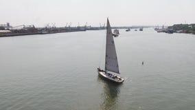 Um porto do veleiro com um grande número barcos de navigação Porto da navigação aéreo Fotografia de Stock