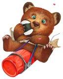 Um pouco urso que tem um almoço do piquenique Fotografia de Stock