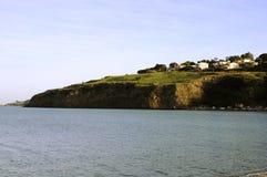 Um prado e o mar Imagem de Stock Royalty Free