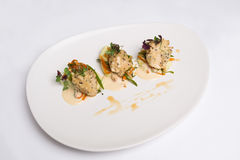 Um prato de peixes no fundo branco Fotos de Stock Royalty Free