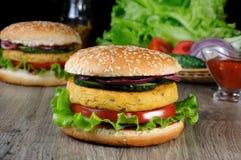 Um prato simples e saboroso dos grãos-de-bico ou do hamburguer da porca Imagens de Stock Royalty Free