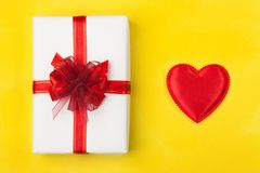 Um presente agradável para amado Imagem de Stock Royalty Free