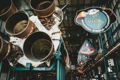 Um processo de construir um motor de foguete do espa?o imagens de stock