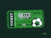 Um projeto profissional moderno de bilhetes do futebol no tema verde Imagens de Stock