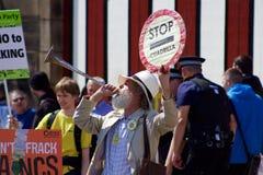 Um protestador mais idoso no anti-Fracking protesto em Preston Imagem de Stock Royalty Free