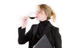 Um provador louro do vinho Fotos de Stock
