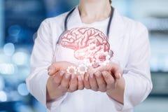 Um psicólogo está guardando um mecanismo do cérebro e da roda denteada da saúde mental modal foto de stock royalty free