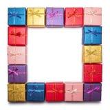 Um quadro das caixas de presente isoladas no fundo branco Presentes coloridos do Natal Fotografia de Stock Royalty Free