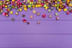 Um quadro feito de doces coloridos do caramelo Imagens de Stock Royalty Free