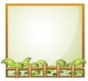 Um quadro vazio com uma cerca de madeira e as plantas de videira Imagens de Stock